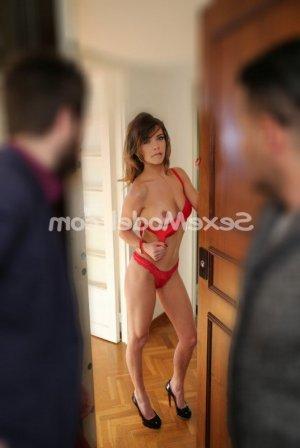 Flavia rencontre dominatrice escorte