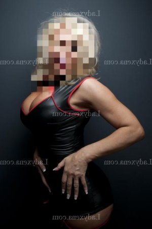 Anna-maria femme libertine massage naturiste escorte girl