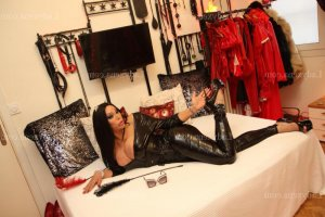 Maissoun escort girl rencontre dominatrice à Isbergues