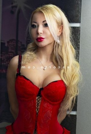 Cyndelle escort girl massage érotique à Langueux